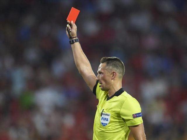 Thẻ đỏ xuất hiện cầu thủ sẽ bị ra khỏi sân