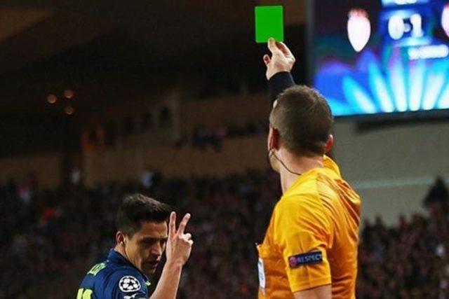 Thẻ xanh không nằm trong Luật Bóng đá FIFA